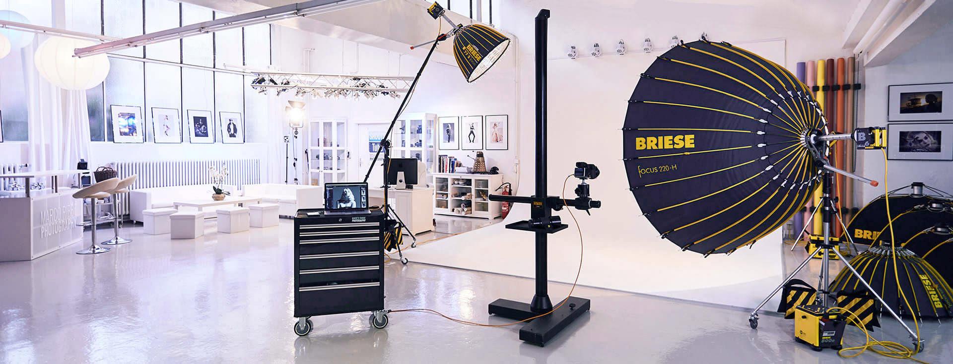 Das Fotostudio Marco Ribbe in Heilbronn ist perfekt ausgerüstet mit einer Blitzanlage von Briese Lichttechnik für Business und Werbefotografie. Zur Verfügung stehen verschiedene Hohlkehlen und Hintergründe. Das Studio kann auch gemietet werden.