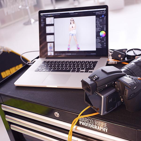 Durch Tethering auf den Bildschirm können Kunden direkt die geshooteten Fotos einsehen.
